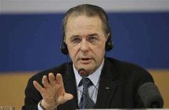 <p>Il presidente del Comitato Internazionale per le Olimpiadi (Cio) Jacques Rogge durante la conferenza stampa del 10 aprile 2008 a Pechino. REUTERS/Jason Lee</p>