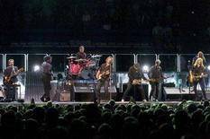 <p>Bruce Springsteen durante un concerto con la E Street Band ad Hartford, Connecticut. REUTERS/Mike Ivins</p>