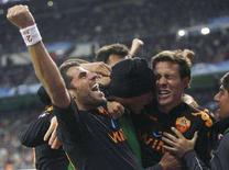 <p>Giocatori della Roma esultano dopo un gol segnato contro il Real Madrid durante la partita di ritorno di Champions League. La Roma è stata eliminata ai quarti di finale di Champions dal Manchester il 9 aprile. REUTERS/Felix Ordonez</p>