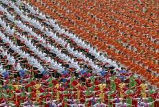<p>Una coreografia per celebrare i 100 giorni dall'inizio delle Olimpiadi a Pechino. REUTERS/China Daily (CHINA). CHINA OUT. NO COMMERCIAL OR EDITORIAL SALES IN CHINA.</p>