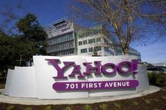 <p>L'insegna Yahoo! di fronte alla sede della società a Sunnyvale, California, 1 febbraio 2008. REUTERS/Kimberly White</p>