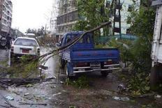 <p>Il centro di Yangon danneggiato da un ciclone. REUTERS/Democratic Voice of Burma/Handout</p>