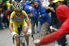 <p>Immagine d'archivio del ciclista italiano Riccardo Riccò. REUTERS/Alessandro Trovati/Pool (ITALY)</p>