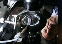 "<p>Il sistema Saturn Active Laser al ""Feritlity Institute"" di Washington. Ottobre 2007. REUTERS/Jim Young</p>"
