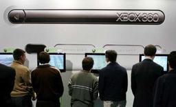 <p>Microsoft annonce que la XBox 360, la dernière-née de ses consoles de jeu, a atteint les 10 millions d'exemplaires vendus aux Etats-Unis avant ses rivales, la Wii de Nintendo et la PlayStation 3 de Sony. /Photo d'archives/REUTERS/Victor Fraile</p>