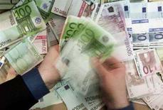 <p>Banconote euro in diversi tagli. BANKG REUTERS/Russell Boyce</p>