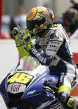<p>Il pilota della Yamaha, Valentino Rossi, vince il moto Gp di Francia. REUTERS/Stephane Mahe</p>