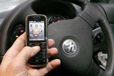 <p>Cellulari, in Usa usati in auto da 80% guidatori,dice sondaggio. REUTERS/Toby Melville</p>