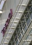 <p>Yahoo a l'intention d'organiser son assemblée générale le 1er août à San Jose (Californie), une réunion qui promet d'être houleuse en raison de la volonté de Carl Icahn de renverser le conseil actuel du portail internet. /Photo prise le 5 mai 2008/REUTERS/Robert Galbraith</p>