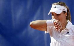 <p>Мария Кириленко в матче German Open против Елены Янкович в Берлине 8 мая 2008 года. (REUTERS/Tobias Schwarz)</p>