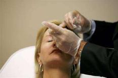 <p>Una fotografia scattata nel corso di un trattamento al Botox in un centro specializzato di New York. REUTERS/Lucas Jackson (UNITED STATES)</p>