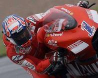<p>Il pilota australiano della Ducati Casey Stoner. REUTERS/Darren Staples (BRITAIN)</p>