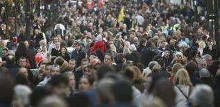 <p>Les Français comptent parmi les touristes les plus pingres et les plus désordonnés au monde, selon une enquête réalisée par Expedia.com, une agence de voyage spécialisée dans la vente sur internet. /Photo d'archives/REUTERS/Stephen Hird</p>