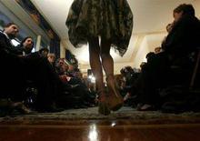 <p>Un momento di una sfilata di moda. REUTERS/Dario Pignatelli</p>