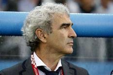 <p>Raymond Domenech durante la partita con l'Italia a Zurigo agli Europei 2008. REUTERS/Charles Platiau (SWITZERLAND)</p>
