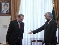 <p>Комиссар ЕС по внешней политике Хавьер Солана (слева) на встрече с представителей Ирана на переговорах с ЕС Саидом Джалили, Тегеран, 14 июня 2008 года. Посол Ирана в Евросоюзе передал комиссару Евросоюза по внешней политике Хавьеру Солане ответ Тегерана на новый пакет предложений западных стран, гарантированный в случае отказа исламской республики от работ по обогащению урана, сообщает иранское информагентство IRNA со ссылкой на высокопоставленный источник. (REUTERS/FARS NEWS)</p>
