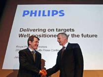 <p>Gerard Kleisterlee (a destra), presidente e Ad di Philips REUTERS/Paul Vreeker</p>