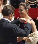 <p>Ingrid Betancourt riceve la Legion d'Onore da Nicolas Sarkozy. REUTERS/Benoit Tessier (FRANCE)</p>