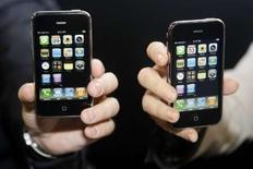 <p>Apple annonce avoir vendu un million d'unités de son nouvel iPhone dans le monde au cours de son premier week-end de commercialisation, contre 270.000 exemplaires seulement pour son prédecesseur, qui n'avait cependant été lancé dans un premier temps qu'aux Etats-Unis. /Photo prise le 10 juillet 2008/REUTERS/Sergio Perez</p>