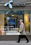 <p>L'opérateur norvégien Telenor est l'une des seules grandes entreprises de télécoms européennes à reculer en Bourse mercredi, à la suite de la publication d'une baisse inattendue de l'Ebitda au deuxième trimestre 2008 ainsi que d'une révision en baisse de l'objectif de chiffre d'affaires 2008. /Photo d'archives/REUTERS/Bob Strong</p>