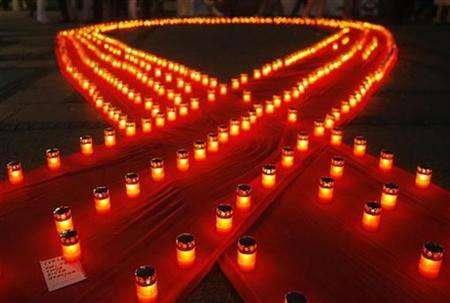 A note (L) is placed under a candle during an AIDS International Candlelight Memorial in Belgrade May 18, 2008. REUTERS/Marko Djurica