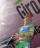 <p>Un foto d'archivio di Emanuele Sella scattata a maggio di quest'anno quando il ciclista stava celebrando la vittoria della 20esima tappa del Giro d'Italia. REUTERS/Alessandro Garofalo (ITALY)</p>