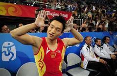 <p>Китайский спортивный гимнаст Ян Вэй после победы в многоборье в Пекине 14 августа 2008 года. Китайский спортивный гимнаст Ян Вэй выиграл соревнования по многоборью с обшей суммой 94,575 балла. (REUTERS/Dylan Martinez)</p>