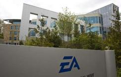 <p>Electronic Arts (EA) s'attend cette année à une progression d'au moins 20% du marché des jeux vidéo dans la zone regroupant l'Europe, le Moyen-Orient et l'Afrique (EMEA), en dépit du ralentissement économique qui affecte le Vieux continent. /Photo prise le 7 mars 2008/REUTERS/Andy Clark</p>