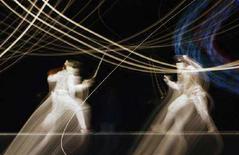 <p>Margherita Granbassi e Valentina Vezzali nelle semifinali di fioretto individuale alle Olimpiadi di Pechino. REUTERS/Stefano Rellandini</p>
