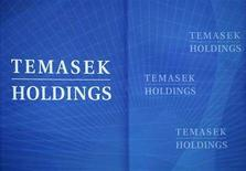 <p>Temasek Holdings signs are seen before a media briefing at the holdings' headquarters in Singapore August 26, 2008. REUTERS/Tim Chong</p>