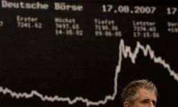 <p>Un trader della borsa di Francoforte. REUTERS/Kai Pfaffenbach/Files</p>
