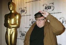 <p>Il regista e produttore Michael Moore alla cerimonia degli Oscar, agli Academy Awards Documentary nominees in Beverly Hills, California il 20 febbraio 2008. REUTERS/Fred Prouser</p>