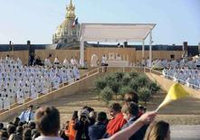 <p>Papa Benedetto XVI durante la messa oggi a Parigi REUTERS/Alberto Pizzoli/Pool</p>