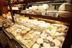 <p>Dairy products are displayed in a cheese shop downtown Paris, March 28, 2008. REUTERS/Charles Platiau</p>