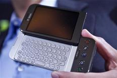 <p>Il nuovo modello del cellulare G1 mostrato oggi a New York. REUTERS/Jacob Silberberg (UNITED STATES)</p>