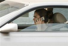 <p>A woman talks on her cell phone while driving in Burbank, California June 25, 2008. REUTERS/Fred Prouser</p>