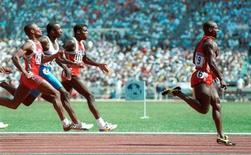 <p>Canadian sprinter Ben Johnson wins the gold medal in the 100m sprint in Seoul in this September 1988 file photo. REUTERS/Gary Hershorn</p>