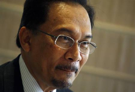Malaysian opposition leader Anwar Ibrahim seen during a news conference in Hong Kong in this September 26, 2008 file photo. REUTERS/Bobby Yip