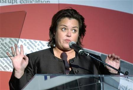 Actress Rosie O'Donnell speaks to the audience during the Lambda Legal Liberty Awards where she and her partner Kelli Carpenter O'Donnell were honored in Los Angeles, September 30, 2004. REUTERS/John Hayes