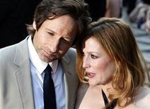 """<p>Gli attori David Duchovny e Gillian Anderson alla prima britannica del film """"The X-Files:I Want to Believe"""" a Leicester Square. REUTERS/Stephen Hird</p>"""