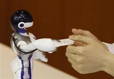 <p>In questa foto d'archivio, un robot di Sega. REUTERS/Kim Kyung-Hoon</p>