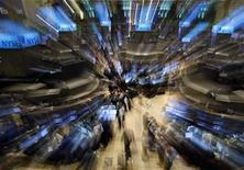 <p>Trader al lavoro al New York Stock Exchange. REUTERS/Brendan McDermid</p>