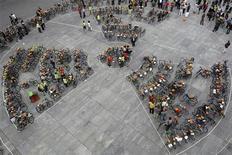 <p>Демонстрация противников атомной энергетики в Берне 11 сентября 2008 года. Власти КНДР в понедельник приняли решение вновь допустить наблюдателей ООН на свой ядерный комплекс в Йонбене, на котором производится плутоний для атомной программы Пхеньяна, сообщил Рейтер дипломат, близкий к переговорному процессу. REUTERS/Stefan Wermuth (SWITZERLAND)</p>