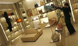 <p>Employees adjust products inside their showroom at the Emporio mall in New Delhi September 9, 2008. REUTERS/Adnan Abidi</p>