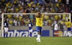 <p>Thiago Silva reage em partida do Brasil contra a Colômbia, quarta-feira, no Maracanã. O jogo acabou 0 x 0. REUTERS/Sergio Moraes</p>