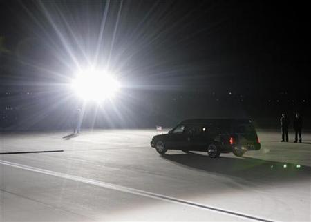 A hearse leaves the Andrews Air Force Base in Washington December 30, 2006. REUTERS/Yuri Gripas