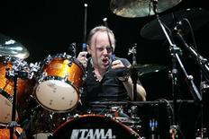 <p>Metallica inicia turnê mundial com energia renovada. O baterista do Metallica, Lars Ulrich, toca em Phoenix, no Estado norte-americano do Arizona. 21 de outubro.REUTERS/Gelu Sulugiuc</p>