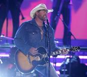 <p>Singer Toby Keith performs at the 43rd Annual Academy of Country Music Awards show in Las Vegas, Nevada May 18, 2008. REUTERS/Steve Marcus</p>
