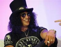 <p>Guitarist Slash smiles at the presentation of the new Activision game Guitar Hero III during the E3 Media and Business Summit in Santa Monica, California July 11, 2007. REUTERS/Mario Anzuon</p>