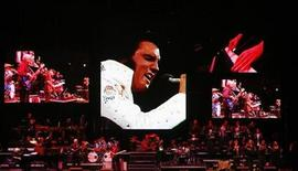 <p>A live band backs up a virtual Elvis during a memorial concert of Elvis footage in Memphis, Tennessee, August 16, 2007. REUTERS/Lucas Jackson</p>